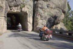 Motorcyclists som kör till och med tunneler Fotografering för Bildbyråer