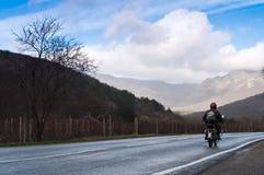 motorcyclistväg Royaltyfri Foto