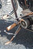 Motorcykel för fotstöd- och pedalstarttappning Royaltyfria Bilder
