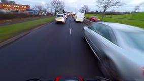 Motorcykel i trafik arkivfilmer