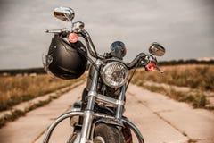 Motorcykel på vägen Royaltyfria Bilder