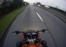 Motorcykel på vägen med ljus på i UK Royaltyfria Foton
