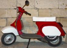 Motorcykel sparkcykel som är retro Arkivbilder