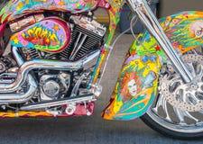 Motorcykelkonstverk på gatavibrationer arkivbild