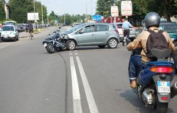 Motorcykelkrasch Fotografering för Bildbyråer