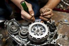 Motorcykelmotorreparation Royaltyfri Fotografi