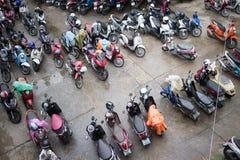 Motorcykelparkeringsområde av Maharaj Nakorn Chiang Mai Hospital Royaltyfri Foto