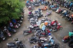 Motorcykelparkeringsområde av Maharaj Nakorn Chiang Mai Hospital Fotografering för Bildbyråer