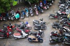 Motorcykelparkeringsområde av Maharaj Nakorn Chiang Mai Hospital Royaltyfria Bilder