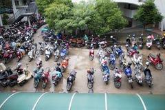 Motorcykelparkeringsområde av Maharaj Nakorn Chiang Mai Hospital Royaltyfri Bild