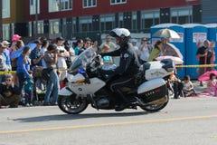 Motorcykelpolis under den 117. guld- Dragon Parade, Arkivbild