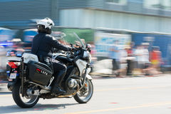 Motorcykelpolis under den 117. guld- Dragon Parade, Royaltyfria Bilder