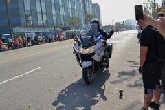 Motorcykelpolis under den 117. guld- Dragon Parade, Royaltyfria Foton