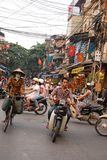Motorcykeltrafik Hanoi Vietnam Royaltyfria Bilder