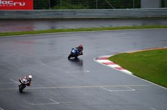 Motorcyklar på den moscowraceway autodromen, utmaning Arkivfoton