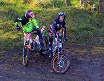 Motorcyklist för två försök Fotografering för Bildbyråer