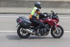 Motorcyklist på den Honda motorcykeln Royaltyfria Foton