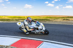 Motorcyklist Racing royaltyfria bilder
