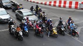 Motorcyklister på en upptagen föreningspunkt Arkivfoto