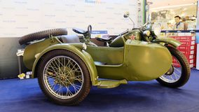Motorcyle retro de tres militares de las ruedas Foto de archivo