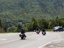 Motorcylists dans le Breton de cap Image libre de droits