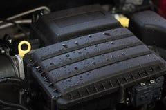 Motore di automobile dopo avere lavato, concetto di cura di automobile Fotografie Stock