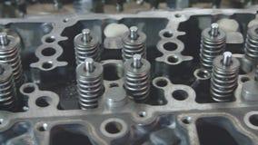 Motore diesel Fine di riparazione del motore in su In strumento delle mani archivi video