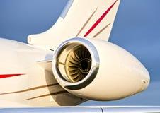 Motore a propulsione su un aereo privato - bombardiere Immagine Stock