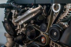 Motore pulito di sguardo dell'automobile moderna fotografia stock libera da diritti