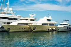 Motore-yacht in porto Fotografia Stock
