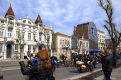 Motoren auf Stadtstraße Varna Bulgarien Stockbilder