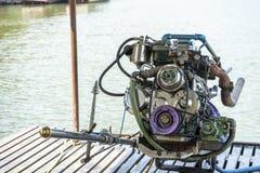 Motorer f?r makt f?r marin- mekaniker f?r fartygmotormotor vita royaltyfri fotografi