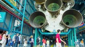 Motorerna för första etapp av den Saturn 5 raket stock video