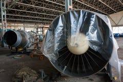Motores de avión en el hangar Fotografía de archivo