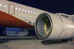 Motores de avión en la noche Fotos de archivo libres de regalías