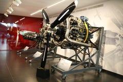 Motores do avião de Alfa Romeo na exposição no museu histórico Alfa Romeo fotos de stock