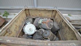 Motores eléctricos usados, rotos y de trabajos almacen de metraje de vídeo