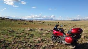 Motorfiets bij aard royalty-vrije stock fotografie