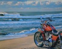 Motorfiets bij Strand Stock Foto