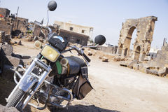 Motorfiets in Bosra, Syrië Stock Afbeelding