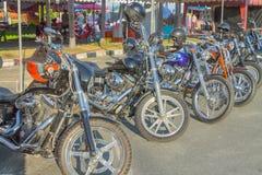 Motorfiets in de stijl van Amerikaan op het parkeren Royalty-vrije Stock Foto