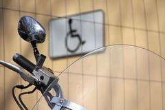 Motorfiets en gehandicapte twee Royalty-vrije Stock Fotografie