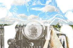 Motorfiets en landweg in dubbele blootstelling royalty-vrije stock foto