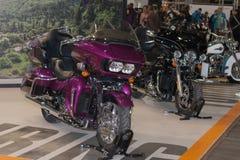 Motorfiets Harley Davidson Touring Road Glide Ultra op Internat royalty-vrije stock foto