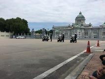 Motorfiets klaar om Koningsoptocht te leiden Royalty-vrije Stock Afbeeldingen