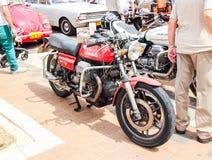 Motorfiets Moto Guzzi 850 Le Mans II bij een tentoonstelling van oude auto's in Kiryat Motskin Royalty-vrije Stock Foto