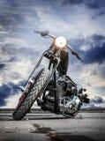 Motorfiets op asfalt royalty-vrije stock afbeeldingen