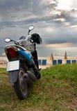 Motorfiets op Karon Strand Phuket Stock Foto