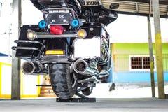 Motorfiets op minilift royalty-vrije stock foto