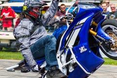 Motorfiets Wheelie Stock Afbeeldingen